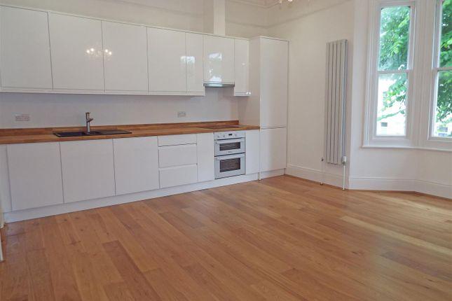 3 bed maisonette to rent in Goldstone Villas, Hove BN3
