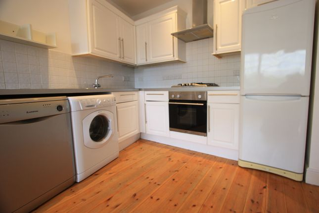 2 bed flat to rent in Moore House, Willow Way, Sydenham SE26