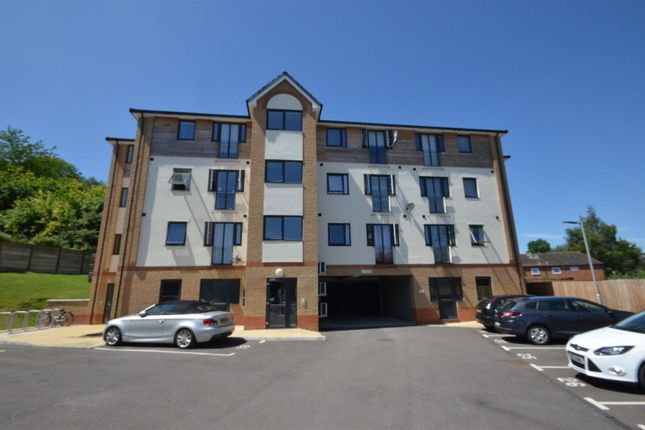 Thumbnail Flat for sale in Earls Court, Mulberry Close, Luton