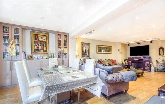 Thumbnail Detached house to rent in Merlin Close, Croydon