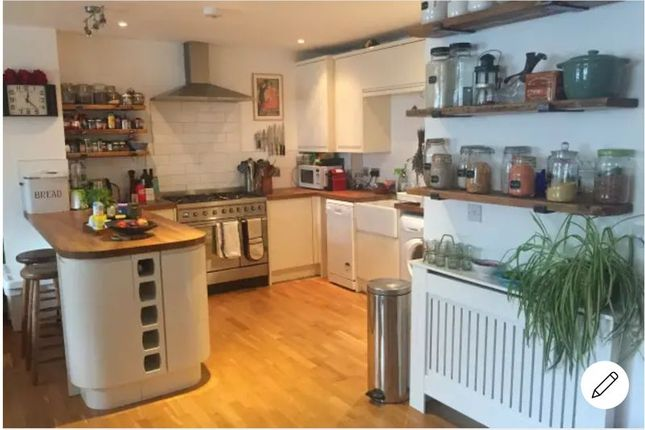 Thumbnail Flat for sale in Goldsmiths Row, London