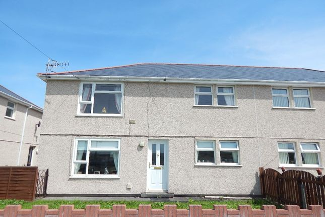 Thumbnail Flat to rent in Twynderyn Flats, Nantyglo