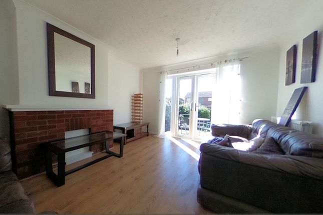 Thumbnail Shared accommodation to rent in Swan Close, Colchester