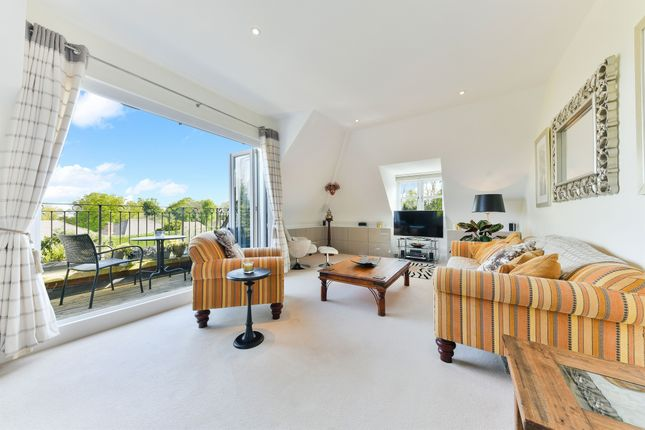 2 bedroom penthouse for sale in The Avenue, Tadworth