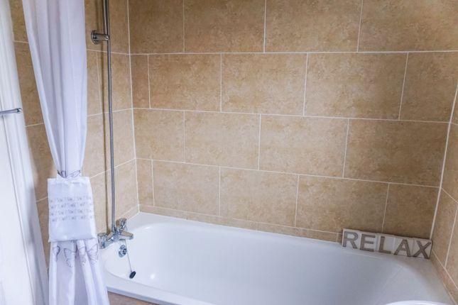 Bathroom of Mansefield Crescent, Strathaven ML10