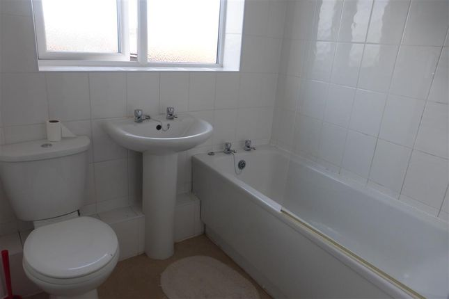 Thumbnail Maisonette to rent in Hobs Moat Road, Solihull