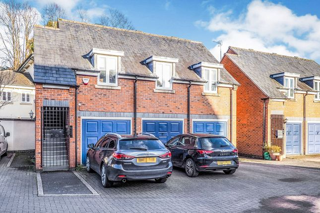 Thumbnail Property for sale in Campriano Drive, Warwick