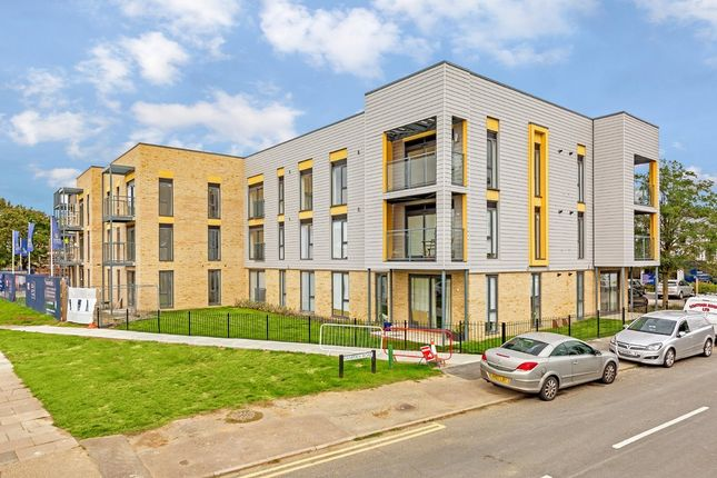 Thumbnail Flat to rent in Allwoods Place, Hitchin, Hertfordshire