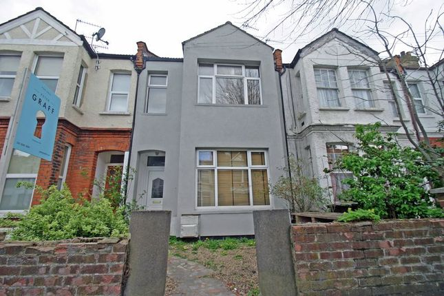 Thumbnail Flat for sale in Avondale Road, London