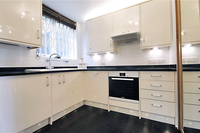Flat in  Charwood  Leigham Court Road  London S West London
