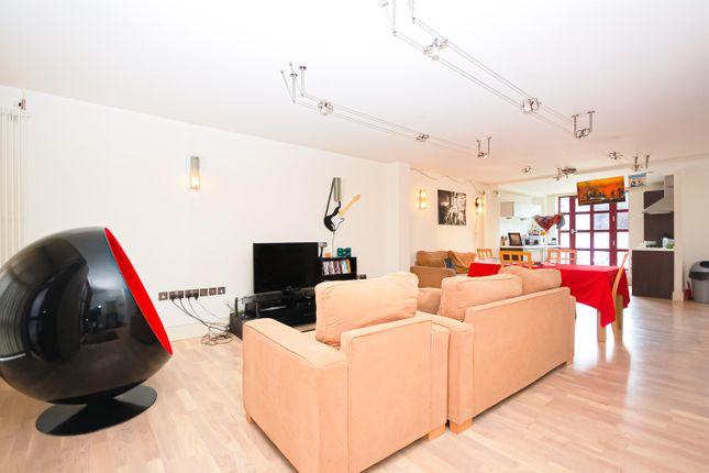 3 bed maisonette to rent in Quaker Street, Shoreditch E1