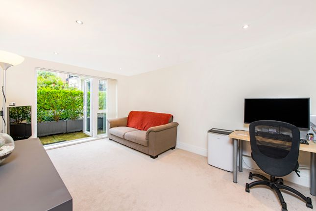 Thumbnail Flat for sale in Earlsfield House, 7 Kingsway, Royal Quarter, Kingston Upon Thames, Surrey