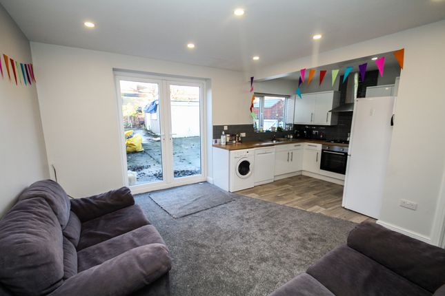 Thumbnail Semi-detached house to rent in Brudenell Road, Hyde Park, Leeds