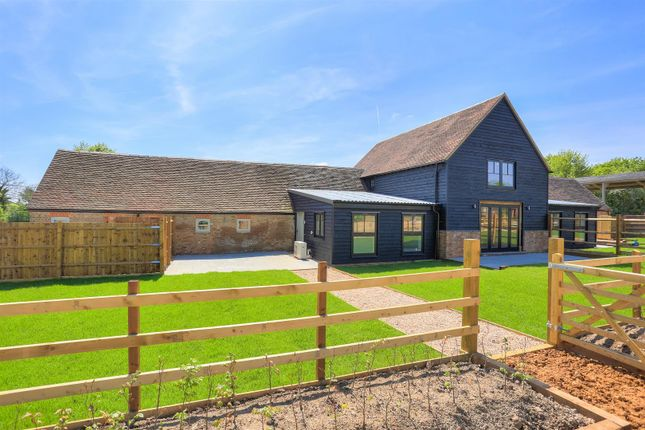 Thumbnail Barn conversion for sale in Whipsnade, Dunstable