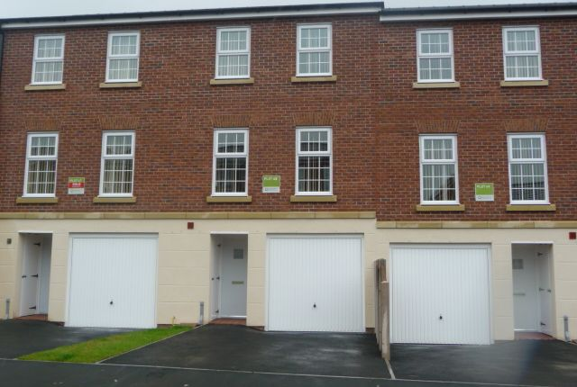 Thumbnail Town house to rent in 85 Cavaghan Gardens, Carlisle