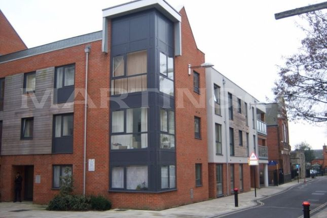 2 bed flat to rent in Castle Way, Southampton