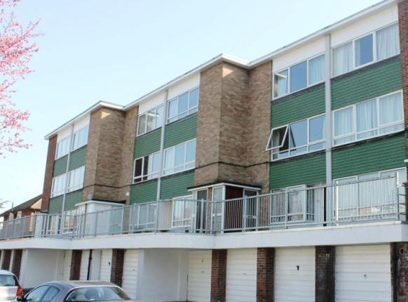 2 bed maisonette to rent in Manor Road, Twickenham