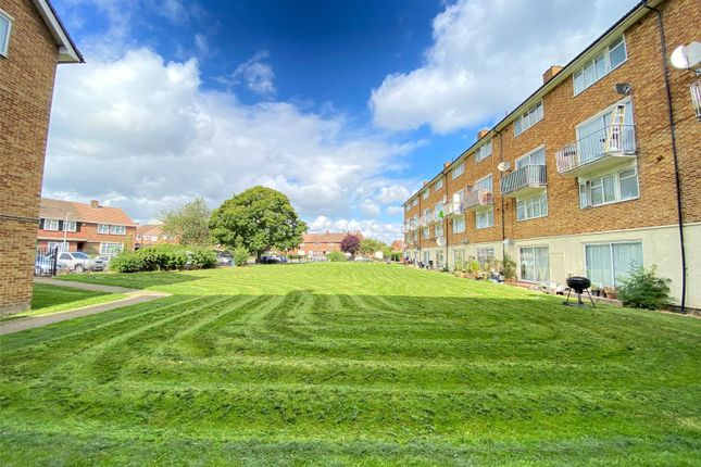 Studio for sale in Groves House, Bevin Road, Hayes, Middlesex UB4