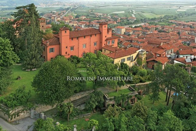 25 bed property for sale in Cuneo, Piedmont, Italy