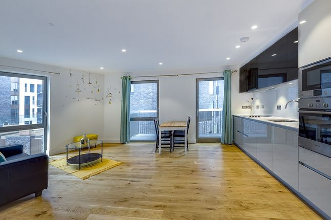 2 bed flat for sale in Bywell Place, London