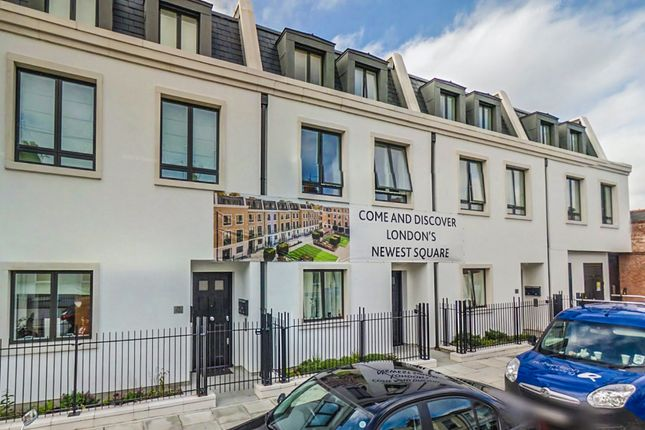 Thumbnail Flat for sale in The Redcliffe, London Square, Fulham