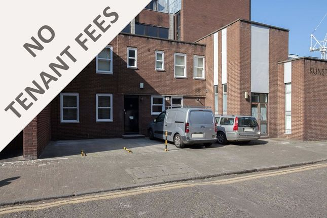 Thumbnail Terraced house to rent in Roscoe Street, London