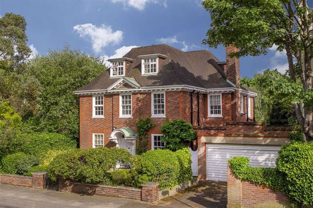 Thumbnail Property for sale in Norfolk Road, London