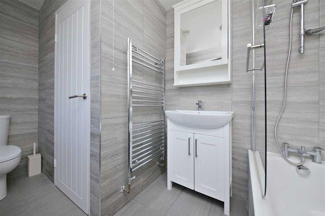 Bathroom of Hillcrest, Hatfield AL10