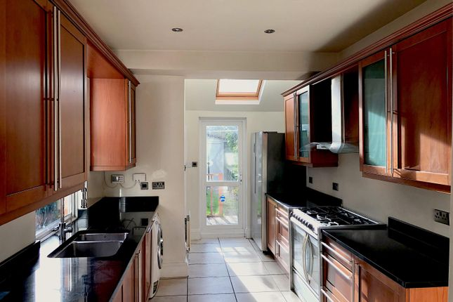 Thumbnail Property to rent in The Grove, Kettering