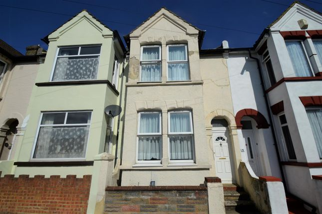 Thumbnail Room to rent in Byron Road, Gillingham