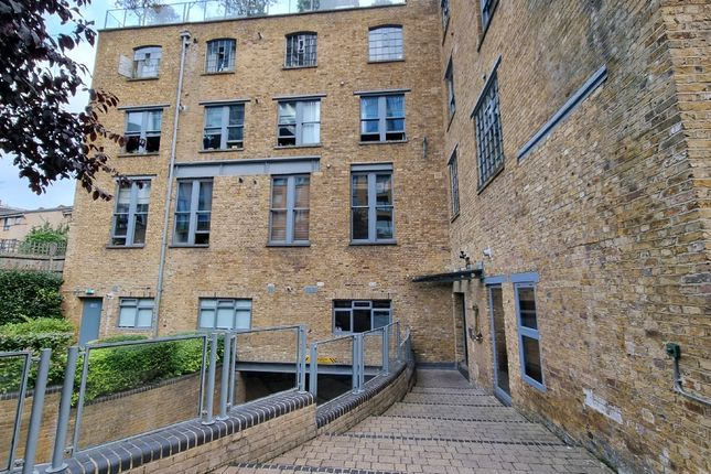 Thumbnail Flat to rent in Gowers Walk, London, Aldgate