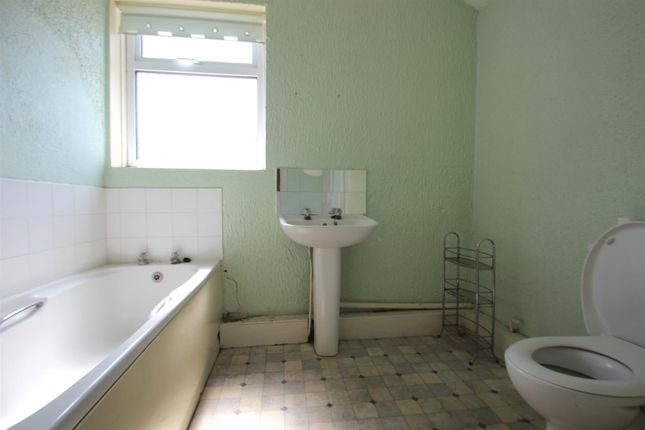 Family Bathroom of Arthur Street, Hull HU3