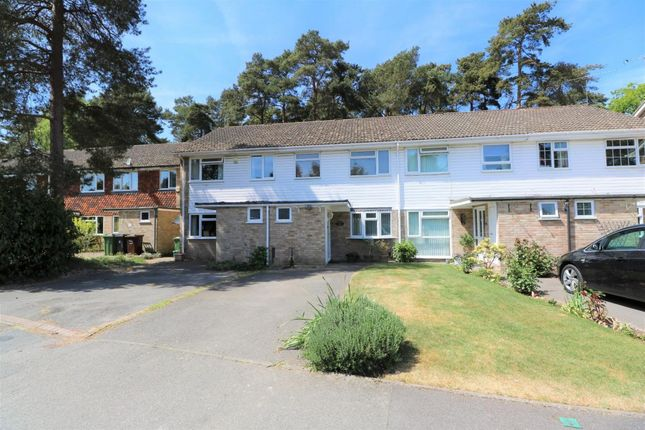 Thumbnail Terraced house for sale in Roxburgh Close, Camberley