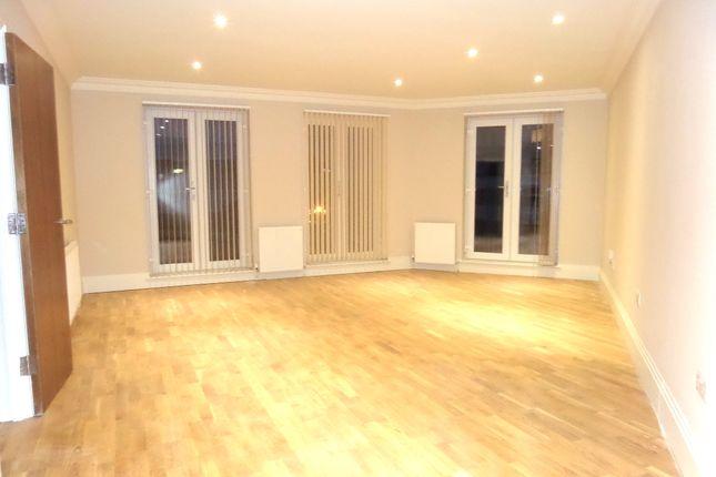 Thumbnail Flat to rent in Reet Gardens, Slough