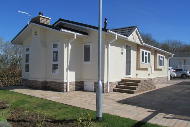 Thumbnail Mobile/park home for sale in Broadwell Woods (Ref 5867), Burton Green, Kenilworth, Warwickshire