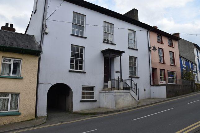 2 bed flat to rent in Bridge Street, Newcastle Emlyn SA38