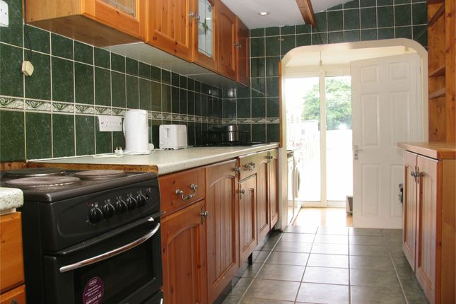 5 bed terraced house to rent in Moorfield Road, Uxbridge, Middlesex