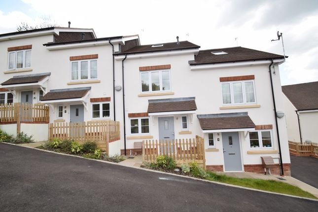 Thumbnail Terraced house for sale in Hillview Gardens, High Wycombe