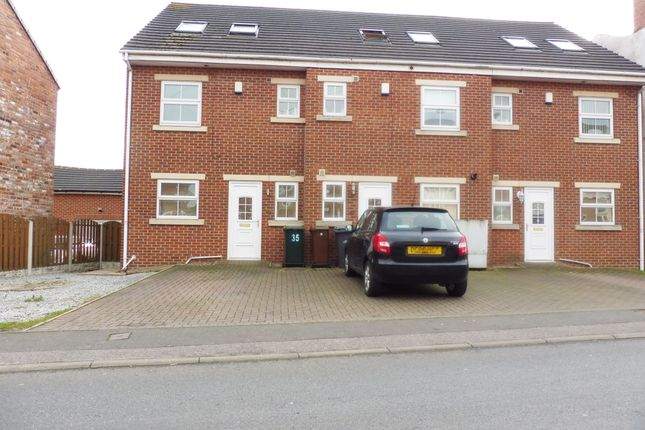 Thumbnail Town house to rent in Pitt Street, Wombwell