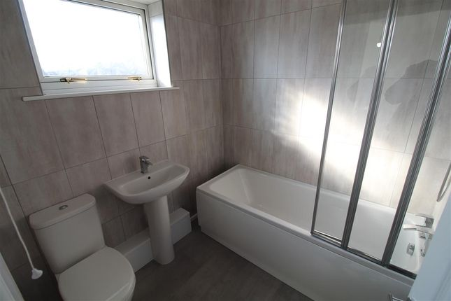 Bathroom of Reynolds Close, Stanley DH9