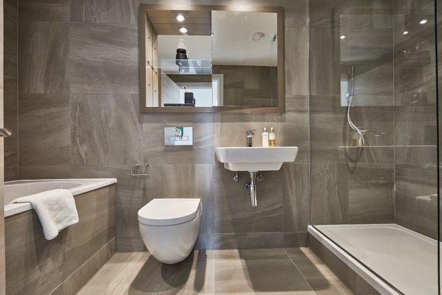 House Bathroom  of Angel Gardens, Manchester M4