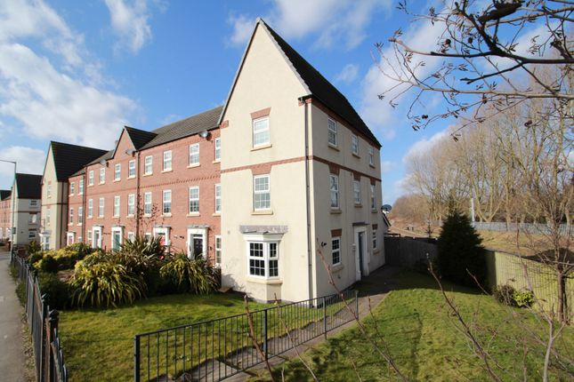 Thumbnail Town house for sale in Leamore Lane, Walsall, West Midlands