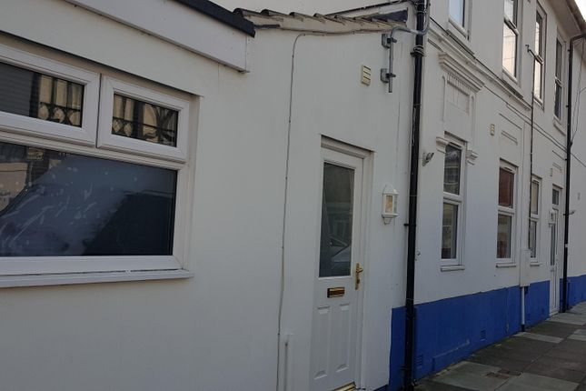 Thumbnail Flat to rent in Frogmore Road, Southsea