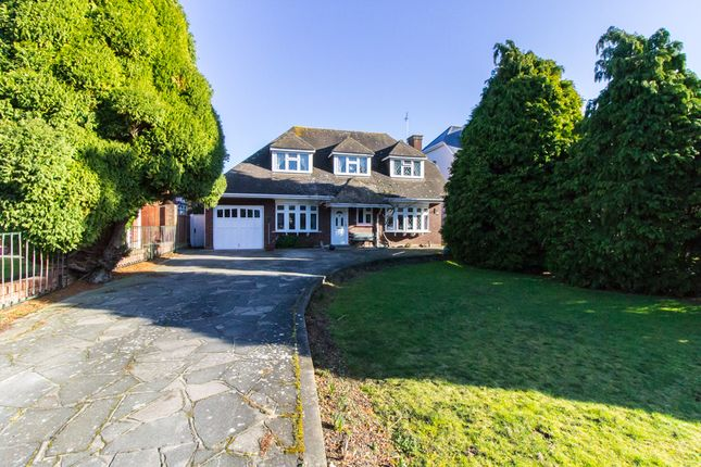 Thumbnail Detached house for sale in Haresland Close, Daws Heath