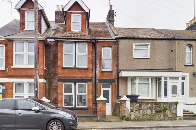 4 bed terraced house to rent in Buckingham Road, Margate CT9