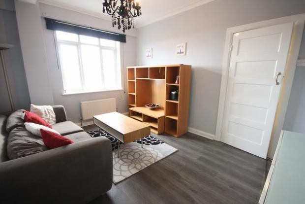 2 bed flat to rent in Horn Lane, Acton, London