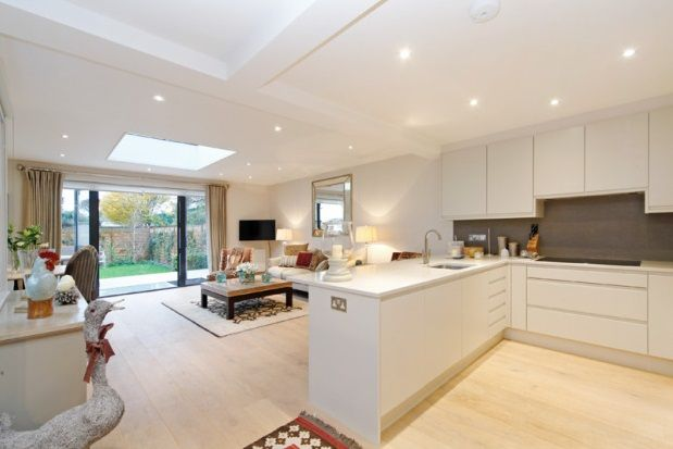 Thumbnail Maisonette to rent in Peterborough Road, Fulham, Parsons Green, London