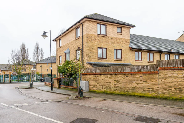 Thumbnail Detached house for sale in Walnut Road, London