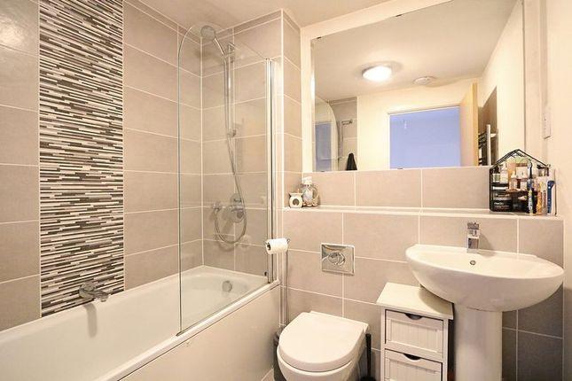 Family Bathroom of Collingwood Gardens, Brooklands, Milton Keynes MK10
