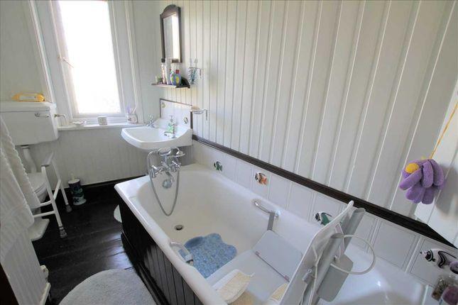 Bathroom of Aberrhondda Road, Porth CF39